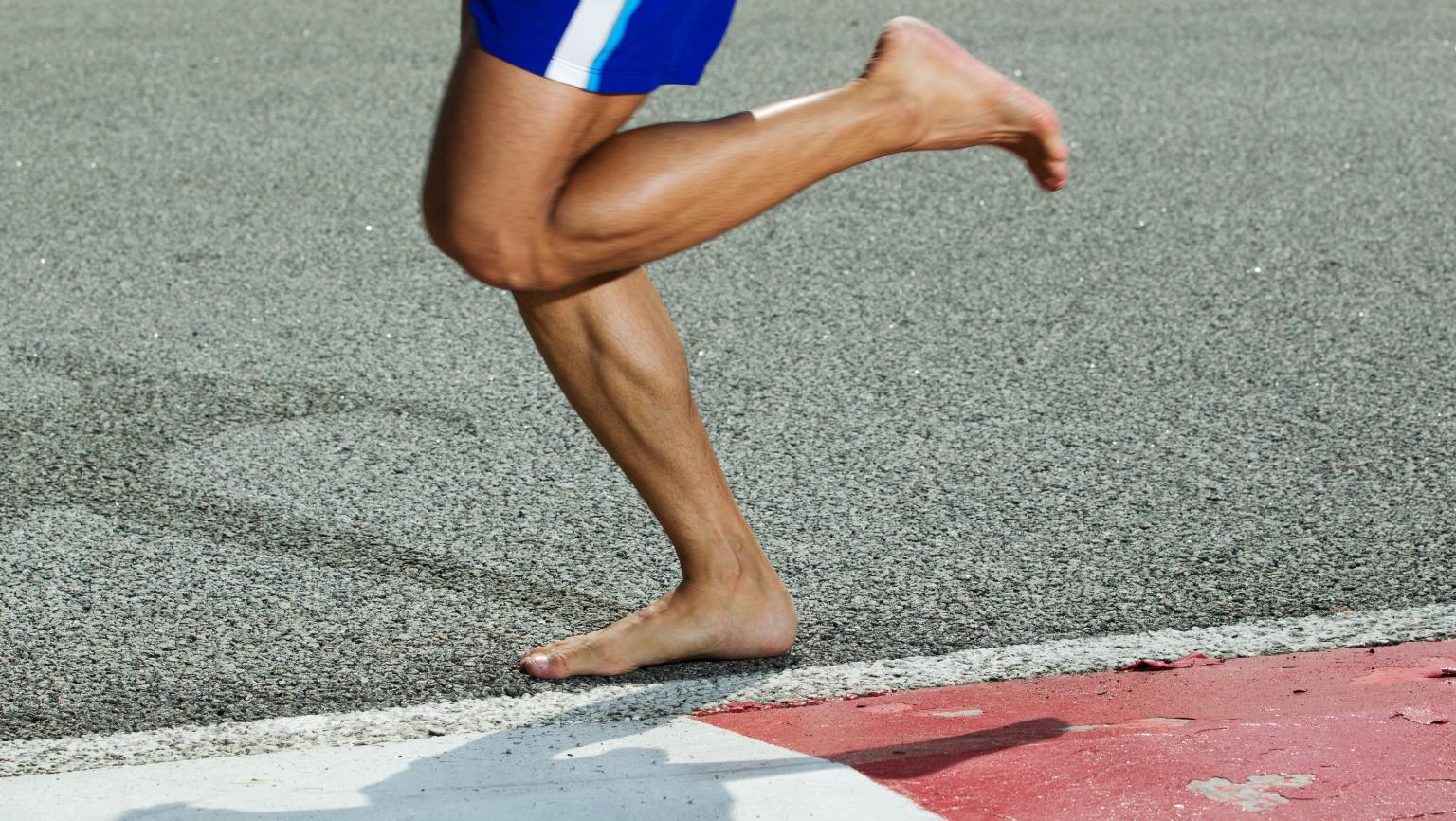 赤足跑步概念